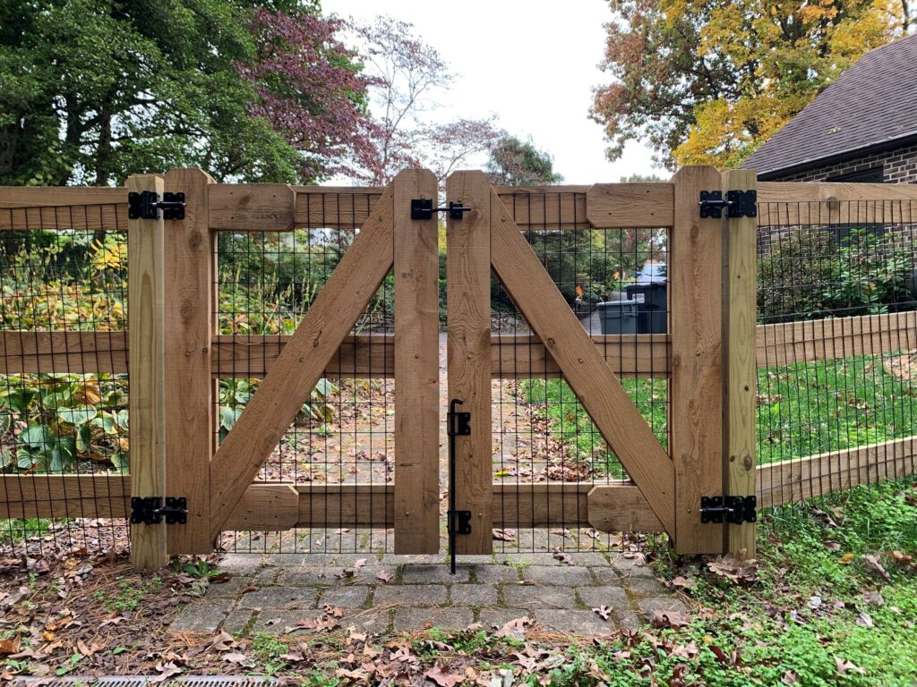 3Rail Post & Board with Wire | AKA The Fence Company